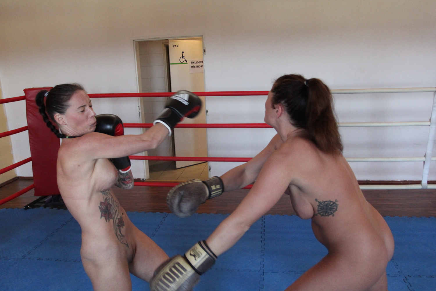 Isabel vs. Katharina - Fighting Dolls - Exclusive Real ...