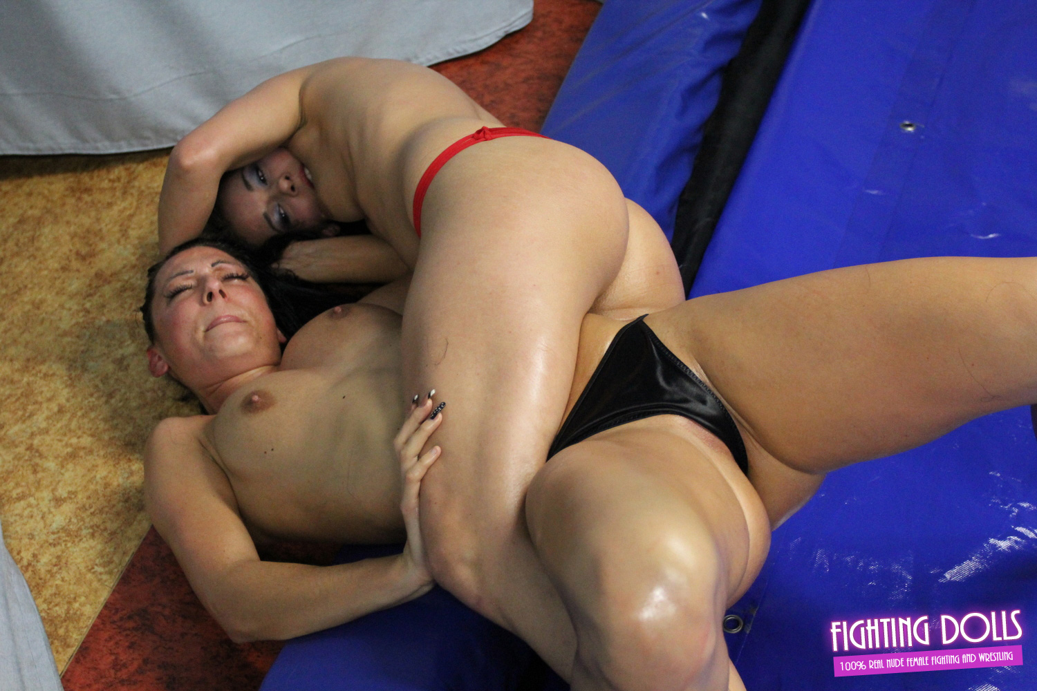 Mied Wrestling Nude Men Women Beat Down